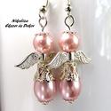 Különleges megjelenés kollekció (10), angyalkapáros fülbevaló, Ékszer, Esküvő, Fülbevaló, Egy bájos angyalkapáros, akik ezüstbe és rózsaszínbe öltöztek. Az angyalkák feje halvány rózsaszín ü..., Meska