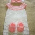 Horgolt kislány ruha szett, Ruha, divat, cipő, Gyerekruha, Baba (0-1év), Horgolás, Tündéri horgolt kislány ruha, cipőcskék és fejpánt. Puha babafonalból készítettem. 0-3 hónapos babá..., Meska