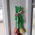Masnis Tulipáncsokor kopogtató, Otthon, lakberendezés, Ajtódísz, kopogtató, Horgolás, Horgolt tulipáncsokor 3 szál masnival átkötve Damillal akasztható mérete: 25 x 11 cm súlya: 26 gr , Meska