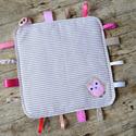 RONGYI / RONGYIKENDŐ - bagoly applikációval (790.), Baba-mama-gyerek, Játék, Baba-mama kellék, Készségfejlesztő játék, Varrás, Vidám, színes textilekből, natúr fakarikából, és címkékből készségfejlesztő rongyikendőt készítettü..., Meska