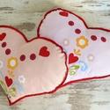 Szív párna - egyedileg készült párna, Baba-mama-gyerek, Varrás, Hímzés, Vidám, egyedi szivecske formájú párnát készítettünk,igazi kislányos szobába illő textilekkel.  Az a..., Meska