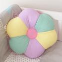 Színes Virág párna - Happy Pillows , Baba-mama-gyerek, Otthon, lakberendezés, Lakástextil, Párna, Varrás, Hímzés, Vidám, egyedi virág formájú párnát készítettünk. Remek kiegészítője a gyerekszobának.  A mérete kb:..., Meska
