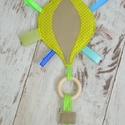 RONGYI / RONGYIKENDŐ - hőlégballon (982.), Baba-mama-gyerek, Játék, Baba-mama kellék, Készségfejlesztő játék, Vidám, színes textilekből, natúr fakarikából, és címkékből készségfejlesztő rongyikendőt készítettün..., Meska