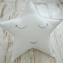CSILLAG PÁRNA -  kedves arccal (974.), Otthon & lakás, Gyerek & játék, Lakberendezés, Lakástextil, Párna, Babaszobába illő vidám, egyedi csillag formájú párnát kínálunk.  Párna felépítése: -anyaga: 100 % p..., Meska