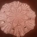 Rózsaszín horgolt terítő, Dekoráció, Otthon, lakberendezés, Lakástextil, Terítő, Rózsaszín horgolt terítő pamut fonalból. Átmérője 40 cm. , Meska