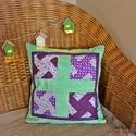 Lila-zöld patchwork párnahuzat, csipkével (40 x 40 cm), díszpárna, Otthon & lakás, Lakberendezés, Lakástextil, Párna, Dekoráció, Foltvarrásos technikával készült lila-zöld díszpárnahuzat. Vidám színeivel és csipke díszítésével tö..., Meska