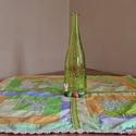 Dekoratív, tavaszi patchwork terítő  virágos és zöld csipkével, pasztell színekkel (64 x 64 cm), Otthon & lakás, Dekoráció, Lakberendezés, Lakástextil, Terítő, Dekoratív négyzet alakú, foltvarrásos technikával készült asztalterítő. Pasztell színeinek köszönhet..., Meska