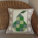 Patchwok párnahuzat csipkével és körte motívummal  (50 x 50 cm), Otthon & lakás, Lakberendezés, Lakástextil, Párna, Dekoráció, Foltvarrásos technikával készült díszpárnahuzat. A patchwork blokkok egy édes, érett körtét ábrázoln..., Meska