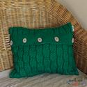Kötött zöld puha díszpárnahuzat, fa gombokkal (40 x 40 cm), Otthon & lakás, Dekoráció, Lakberendezés, Lakástextil, Párna, Kötött csavart mintás díszpárnahuzat. Zöld színének, egyszerű fa gombjainak köszönhetően nagyon term..., Meska