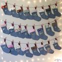 Adventi naptár, akasztós csizma naptár, arany számozással, karácsonyi dekoráció (24 darab)