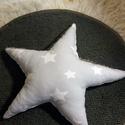 Csillag díszpárna, Baba-mama-gyerek, Dekoráció, Otthon, lakberendezés, Gyerekszoba, Varrás, Nagyon puha, 45 cm átmérőjű csillag alakú díszpárna.Egyik oldalon halványszürke alapon fehér csilla..., Meska