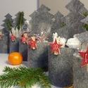 Adventi naptár, szürke fenyők, Dekoráció, Karácsonyi, adventi apróságok, Ünnepi dekoráció, Adventi naptár, Nagyon stílusos, mutatós és egyedi naptárt keszítettem szürke filcből. A fenyők 20 cm magasak, 7,5 c..., Meska