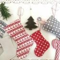 Filc csizmákból adventi naptár, Dekoráció, Karácsonyi, adventi apróságok, Ünnepi dekoráció, Adventi naptár, Nagyon édes filc csizmák szürke-fehér-piros színben. 24 darabot készítettem, celofán zacskókat küldö..., Meska