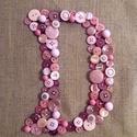 Gombkép, D betű, Bájos rózsaszín, pink, mályva, lila, púderró...