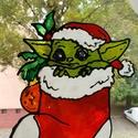 Baby Yoda karácsonyi matrica, Karácsony, Karácsonyi lakásdekoráció, Karácsonyi ablakdíszek, ablakmatricák, Festett tárgyak, Mindenmás, Baby Yoda üvegmatrica Mérete kb 20x15 cm  Imádok üvegmatrica készítés közben relaxálni. Egyik kedve..., Meska