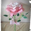 Pink ombre Rocher-rózsa, Dekoráció, Virágkötés, Papírművészet, Virágkreppből, kézzel készített rózsaszál feldíszítve, melynek két árnyalatú rózsaszín szirmai közö..., Meska