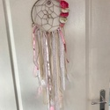 Pink-fehér álomfogó, Dekoráció, Dísz, Csomózás, Mindenmás, Vintage stílusú álomfogó. Mutatós kiegészítője lehet a lakásnak vagy terasznak. A kör átmérője 25cm..., Meska