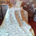 Takaró és párna, Otthon, lakberendezés, Lakástextil, Takaró, ágytakaró, Patchwork, foltvarrás, 230x145cm nagyságú takaró.Teljesen kézzel varrt eredeti patchwork takaró, és párna. Vanília sárga é..., Meska