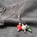Piros,fehér,zöld  nyaklánc, Ékszer, Nyaklánc, Ékszerkészítés, AKCIÓ!!!A nyakláncot ezüst színű 44cm hosszú láncból,szerelékekből és 1cm-es jeges hatású gyöngyökb..., Meska