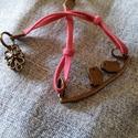 Szerelmes madarak karkötő 2., Ékszer, óra, Karkötő, Ékszerkészítés, Műbőr velúrszálból készítettem antikolt bronz színű madaras ág és virág alakú kapcsoló elemekkel ez..., Meska