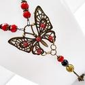 Pillangós nyaklánc, Ékszer, Nyaklánc, 4,5 cm X 4 cm-es bronz színű pillangó medálból készült nyaklánc. Díszítésként fekete és..., Meska