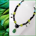 Zöld-fekete nyaklánc, Ékszer, Nyaklánc, Olivazöld csillogó gyöngyökből, fekete lávakő gyöngyökből és fekete hematit gyöngyökbő..., Meska
