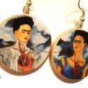 Frida Kahlo aszimmetrikus fülbevaló, Ékszer, Fülbevaló, A legendás Frida Kahlo egyik dupla-önarcképe ezen a fülbevalón.  ***  *Hossza akasztóval: kb 3,5 cm ..., Meska