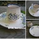 Nosztalgia pocakos-kék nefelejcs bögre+tányér, Dekoráció, Konyhafelszerelés, Ünnepi dekoráció, Bögre, csésze, Kerámia, Festett tárgyak, Fehér agyagból,mázalatti festékkel,egészségre káros anyag mentes mázzal készítettem ezt a cappuccin..., Meska
