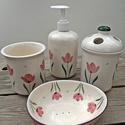 Tulipános tavasz kerámia fürdőszoba szett, Szépségápolás, Otthon, lakberendezés, Szappan, tisztálkodószer, Folyékony szappan, Kerámia, Fehér agyagból,egészségre káros anyagot nem tartalmaz.A felesleges víz apró lukacskákon távozhat. T..., Meska