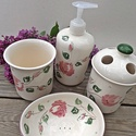 Rózsás-romantikus kerámia- fürdőszoba készlet, Otthon, lakberendezés, Szépségápolás, Fürdőszobai kellék, Krém, szappan, dezodor, Kerámia,  Romantikus rózsásan a fürdőszobába is. A szeretet és a szerelem virágának a rózsát tartják. Ez a l..., Meska
