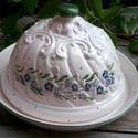 Kék Nefelejcses-egyedi  sajt vagy vajtartó, Dekoráció, Otthon, lakberendezés, Konyhafelszerelés, Tárolóeszköz, Kerámia, Festett tárgyak,  Egy kis kék nefelejcses romantikus szépség:) Fehér agyagból,étkezési mázzal  készítettem ezt a 16-..., Meska