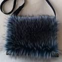Kékes-szürke szőrmés táska, Táska, Válltáska, oldaltáska, Tarisznya, Varrás, Csodás puha , dekoratív műszőrmével készült táska. A táska fekete gyöngyvászonból készült. Mérete 3..., Meska