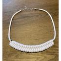 Fehér nyaklánc, Rendkívül nőies ez az 50 cm hosszú nyaklánc, ...