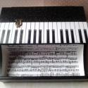 Zongora... írószertartó..., Bútor, Otthon, lakberendezés, Dekoráció, Tárolóeszköz, Decoupage, transzfer és szalvétatechnika, Festett tárgyak, ZONGORA! Fekete-fehér és elegáns írószertartó... zenerajongóknak, zeneszerzőknek, zenetanároknak......, Meska