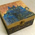 Laurel Burch kék macskái..., Dekoráció, Otthon, lakberendezés, Tárolóeszköz, Doboz, Decoupage, transzfer és szalvétatechnika, Festett tárgyak, 4 rekeszes dobozka ékszereknek... vagy bárminek... A rekeszek kivehetők... Mérete: 15x15x8 cm, Meska