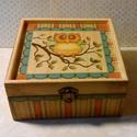 Baglyos..., Otthon, lakberendezés, Dekoráció, Tárolóeszköz, Doboz, Ez egy 17X17X8 cm-es antikolt, de mégis színes és vidám dobozka... ami sok apró csokit, bonbont... s..., Meska