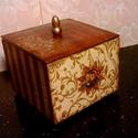 Karácsonyi bonbonos dobozka..., Dekoráció, Otthon, lakberendezés, Karácsonyi, adventi apróságok, Karácsonyi bonbonos dobozka... Mérete:12x12x10 cm, Meska