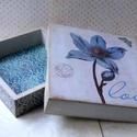 Virágos... , Otthon, lakberendezés, Ékszer, Tárolóeszköz, Ékszertartó, Ez egy antikolt dobozka... ékszereknek, bonbonoknak... Kedves és elegáns ajándékátadó lehet Anyák na..., Meska