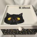 Be different... :), Otthon, lakberendezés, Dekoráció, Ékszer, Ékszertartó, Decoupage, transzfer és szalvétatechnika, Festett tárgyak, Ez egy 17X17X8 cm-es antikolt dobozka... ékszereknek, apróságoknak..., Meska