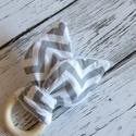 Fakarikás rágóka, Szürke mintás nyuszifüles textil rágóka. Nyus...