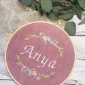 Anya hímzett dekoráció , Gépi hímzéssel készített felirat és virágko...