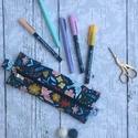 Sötét madaras tolltartó, Vékony, mintás kordbársony anyagból készült ...