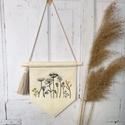 Virágmintás zászló , Gyapjúfilcből készült hímzettzászló.  Tö...