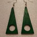 zöld háromszög alakú fa fülbevaló, Ékszer, Fülbevaló, 3mm vastag rétegelt lemezből lézervágással készült trendi fülbevaló, lazúrozva, lakkozva. Az ékszere..., Meska