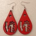 LOVE feliratos piros fa fülbevaló, Ékszer, Fülbevaló, Rétegelt lemezből, lézer vágással készült fülbevaló. A Love feliratban a mancs az állatok ..., Meska
