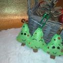 Filc karácsonyfa dísz mosolygó fenyőfa illatosított egész fahéjjal szegfűszeggel, Dekoráció, Karácsonyi, adventi apróságok, Ünnepi dekoráció, Karácsonyfadísz, Varrás, Kedves mosolygós fenyőfa csillogó félgyöngyökkel díszítve  Ha szeretnéd, hogy a szobát finom karács..., Meska