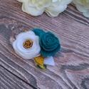 Hajba való kézzel készített filc virágokkal karácsonyi fotózáshoz türkiz arany fehér hajpánt hajcsat