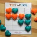 """'Tic Tac Toe' amőba társasjáték 3x3-as és 4x4-es játékmezővel, filc szív játékfigurákkal, Játék, Társasjáték, Készségfejlesztő játék, A régről ismert """"Amőba"""" (angolul Tic Tac Toe) társasjáték 2 játékos számára.  A játékfig..., Meska"""
