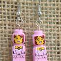 Lego rózsaszín lány bábu fülbevaló