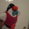 Kötött pingvin, Baba-mama-gyerek, Játék, Játékfigura,   Mellényes csokornyakkendős pingvin, aki a gazdáját várja. Belül vatelin béléssel bélelt. ..., Meska